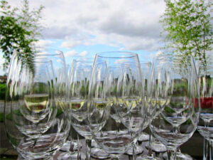 Bordeaux wine Glasses blue sky 300x225 Crus Bourgeois Bordeaux Complete Guide, Wines Vineyards Classification