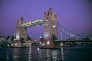 scenery london bridge 300x200 Rhone wine in England, London Bridge is Falling Down!