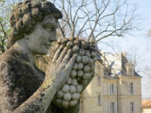 Pichon statue 2 300x224 2011 Pichon Lalande Tasting Notes, Sets Record for Cabernet Sauvignon