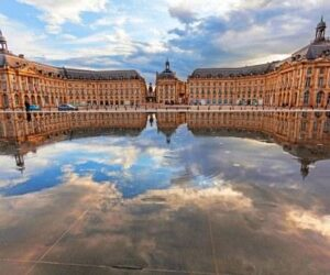 Place de Bourse Reflecting Pool 300x250 How to Visit Bordeaux Chateau, Vineyards for the Best Wine Tastings